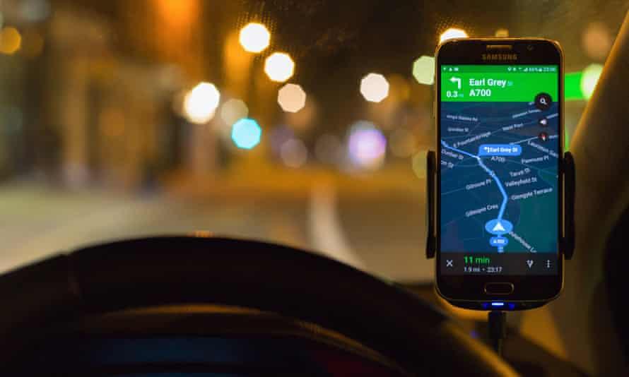 Using satnav at night for driving directions in Edinburgh