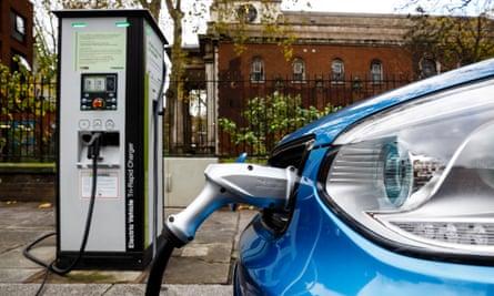 Go Ultra Low Kia Soul EV on charge on a London street.