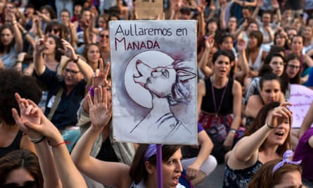 A sign saying 'we howl as a pack' at a protest in Madrid in 2018.