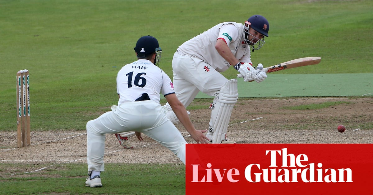 County cricket: Warwickshire v Essex, Gloucestershire v Sussex and more –live!