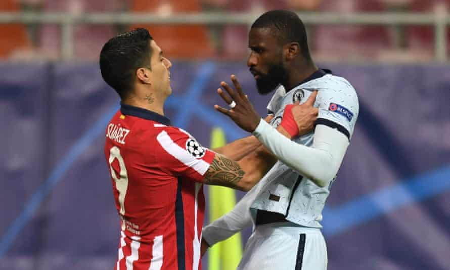Luis Suárez tangles with Antonio Rüdiger on a night when he was largely a lone figure in attack for Atlético.