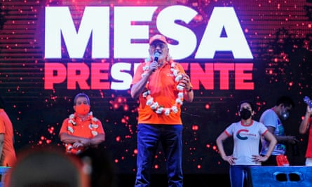 The presidential candidate Carlos Mesa delivers a speech during the closing rally of his campaign in the lowland city of Santa Cruz on Tuesday.