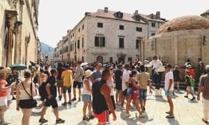 Gente en el centro de Dubrovnik