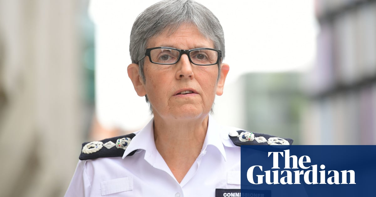 Johnson backs Dick staying as Met chief despite backlash