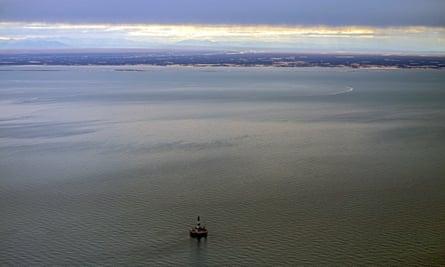 Shell Arctic rig off the Alaskan coast
