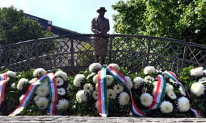 Wreaths at statue of Imre Nagy