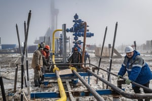 Workers at Bovanenkovo gas field working on a gas well