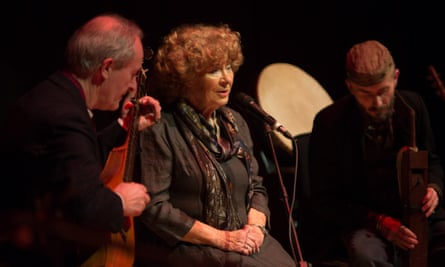 Shirley Collins performing in Glasgow in 2017.