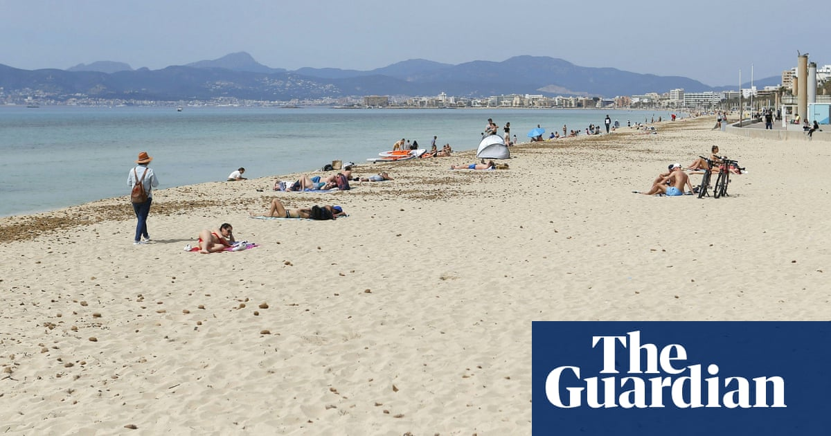 Petition calls for smoking ban on all Spanish beaches