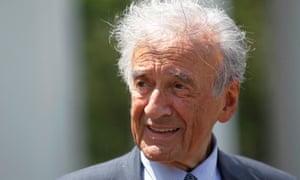 Elie Wiesel speaks to the media outside the White House in 2010.