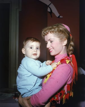 Debbie Reynolds and Carrie Fisher in 1956