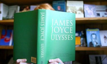 BLOOMSDAY CENTENARY CELEBRATIONS, DUBLIN, EIRE - 16 JUN 2004<br>Mandatory Credit: Photo by Sipa Press/REX (458092o) WOMAN READING 'ULYSSES' WRITTEN BY JAMES JOYCE BLOOMSDAY CENTENARY CELEBRATIONS, DUBLIN, EIRE - 16 JUN 2004