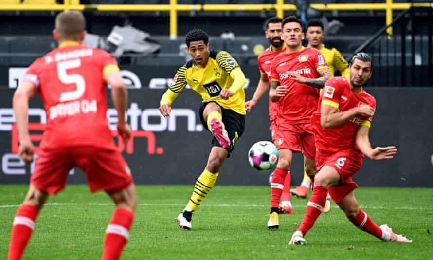 Borussia Dortmund's Jude Bellingham shoots on goal in the Bundesliga.  Gareth Southgate has described it as a phenomenon.
