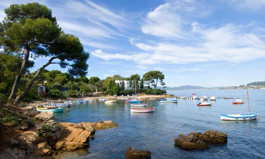 An entrepreneur's retreat in the south of France is the setting for one of Double Blind's comic set pieces.