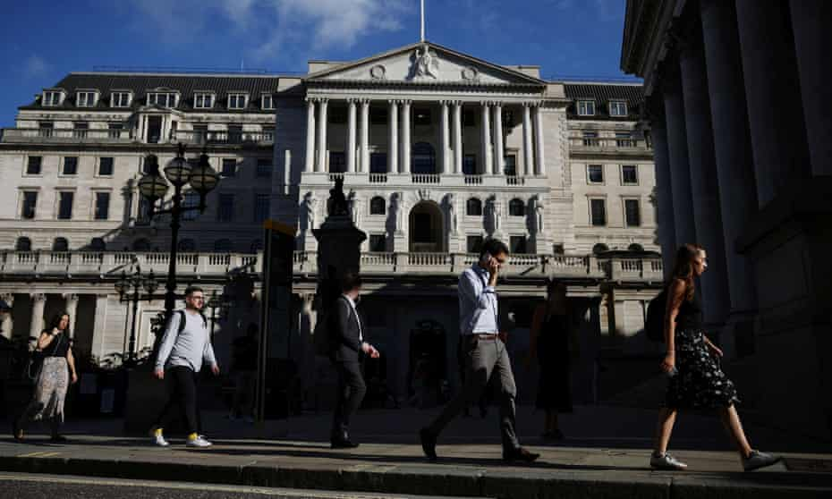 People walk past the Bank of England during morning rush hour