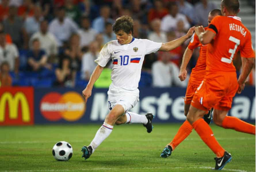 Andrey Arshavin scores Russia's third goal against the Netherlands in the quarter-finals of Euro 2008.