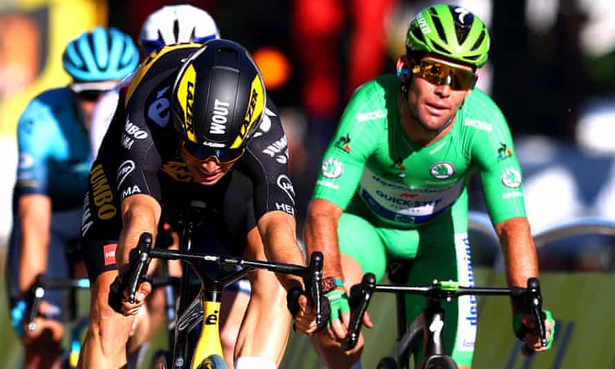 Wout Van Aert (left) and Mark Cavendish sprint for the finishing line on the Champs-Élysées