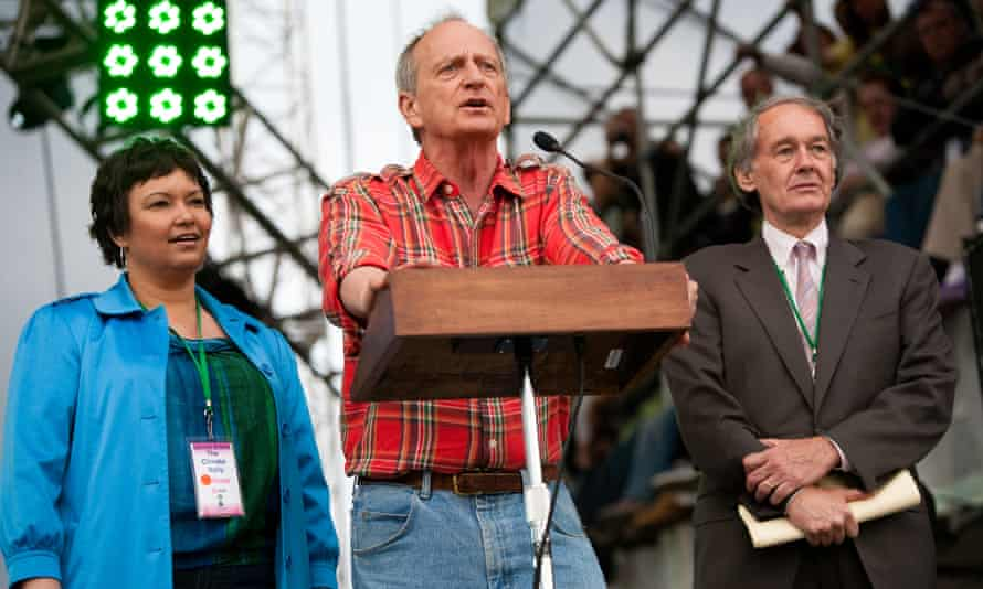 (Centre) Denis Hayes, the founder of Earth Day.