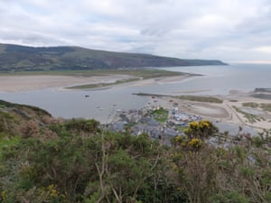 Dinas Oleu sits above Barmouth overlooking Cardigan Bay and the Llŷn peninsula.
