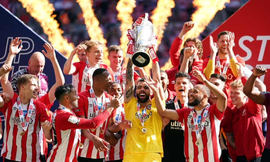 Brentford celebrate after beating Swansea in the play-off final to earn promotion
