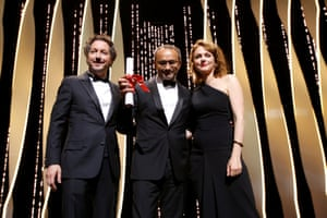 """Director Andrey Zvyagintsev, Pury Prize award winner for his film """"Nelyubov"""" (Loveless), poses with jury member Maren Ade (R) and actor Guillaume Gallienne"""
