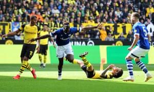Salif San celebrates Schalke ahead of him.