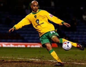 Leon McKenzie in action for Norwich City in 2006.