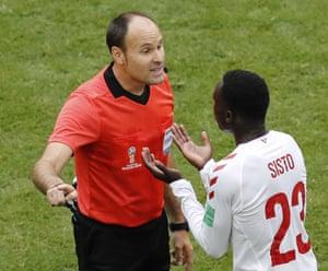 Sisto argues with referee Antonio Mateu.