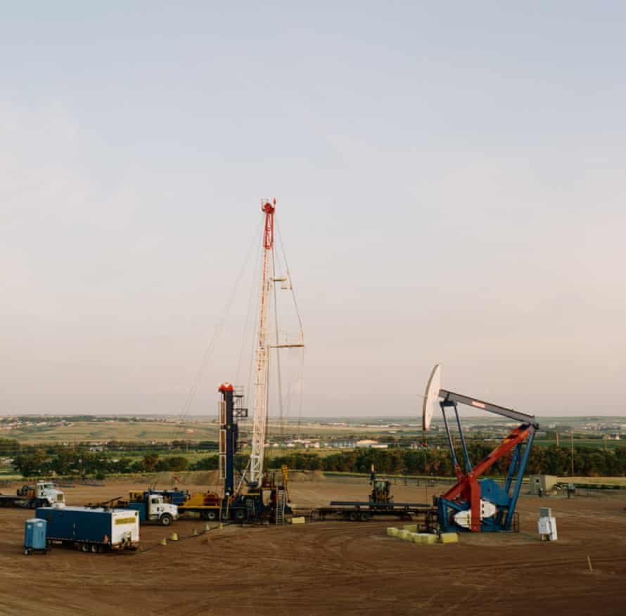 A fracking location in Williston, North Dakota, part of the Bakken oil shale that has seen a large influx of temporary oil workers. The Bakken area encompasses North Dakota, Montana, Saskatchewan, and Manitoba.