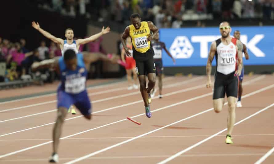 Usain Bolt pulls up injured.