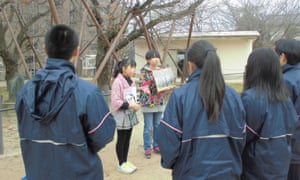 Children from Shiroyama Elementary School talk to visitors about the bombings.