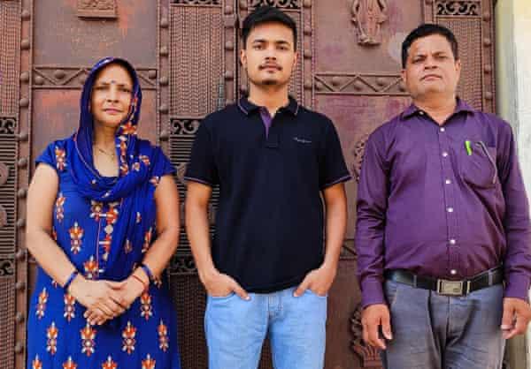 MANU CHAUHAN WITH PARENTS, VidyaGyan school, India