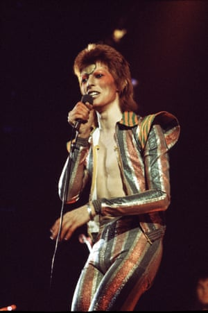 Bowie on stage as Ziggy Stardust