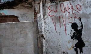 Graffiti reading 'I want to live' in Rio's Alemão favela