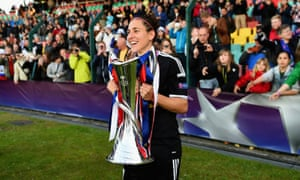 Vero Boquete celebrates winning the Women's Champions League with Frankfurt in 2015