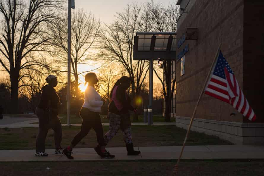 Last-minute voters arrive to cast their vote during Missouri primary voting at Johnson-Wabash Elementary School on March 15, 2016 in Ferguson, Missouri.