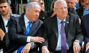 Israeli Prime Minister Benjamin Netanyahu (L) and President Reuven Rivlin