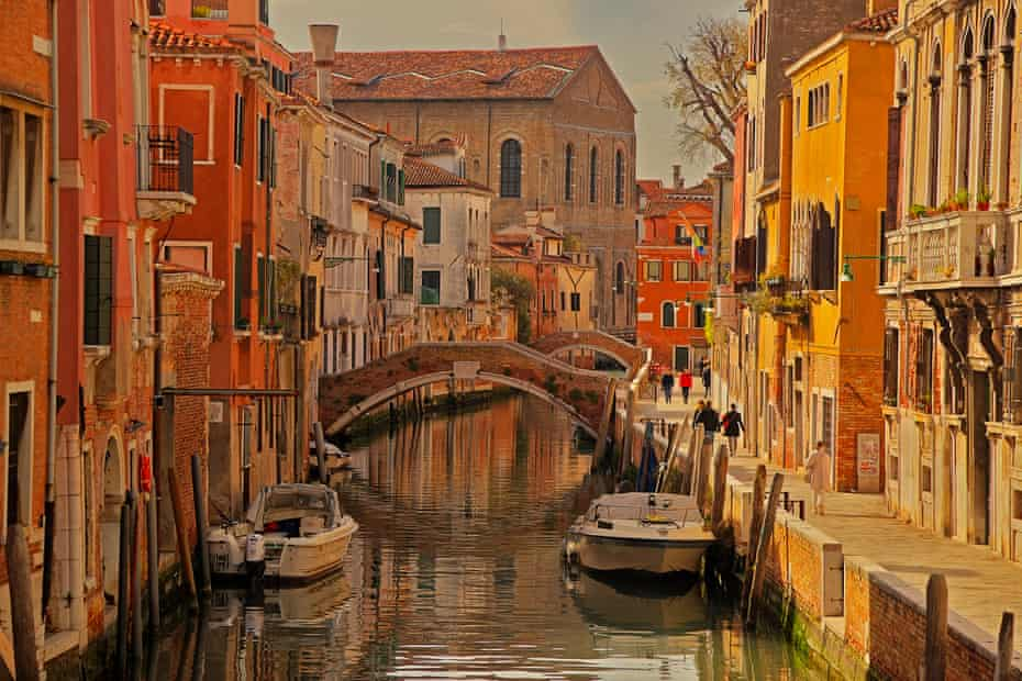 A canal in the Sestiere of Cannaregio, Venice.