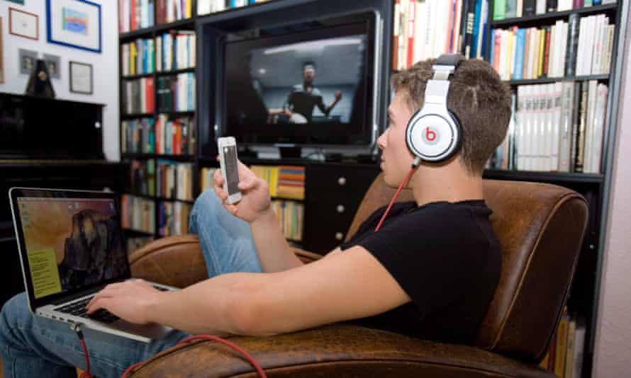 The Great Battle of Screen … a teenager triple-screening.