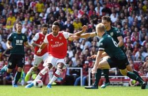 Arsenal's Pierre-Emerick Aubameyang (C) scores.