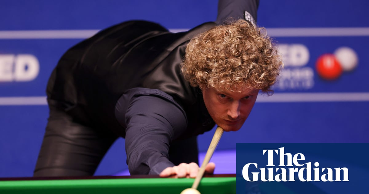 Neil Robertson plays down favourite status after beating Liang Wenbo