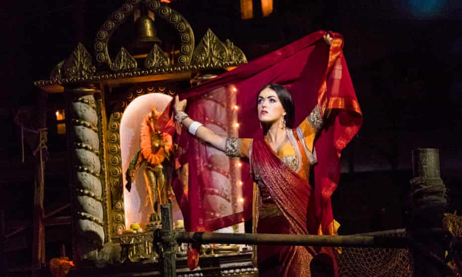 Claudia Boyle as Leila in The Pearl Fishers.