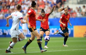 Jennifer Hermoso equalised for Spain from the edge of the USA box.