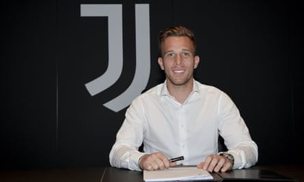 Arthur signs his Juventus contract in Turin.