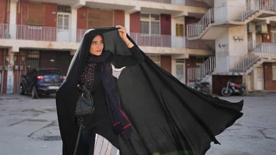 A still from Hero (Ghahreman) by Asghar Farhadi.