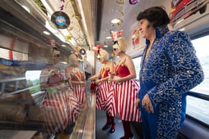 John Elvis Collins and fans visit the buffet car