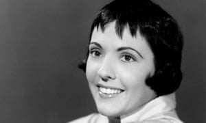 Keely Smith in the mid-1950s. She was described by one music writer as a 'popular jazz-influenced comedienne-vocalist'.