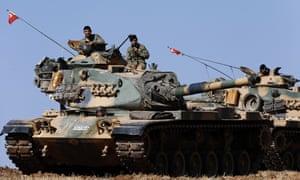 Turkish tanks on the Turkey/Syria border