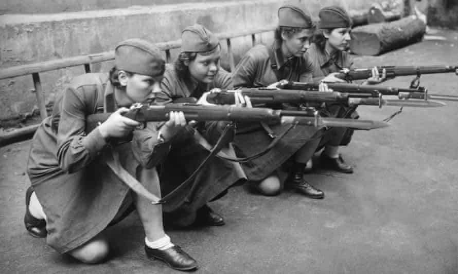 Female soldiers are taught to handle a rifle in Moscow on 9 September 1941.