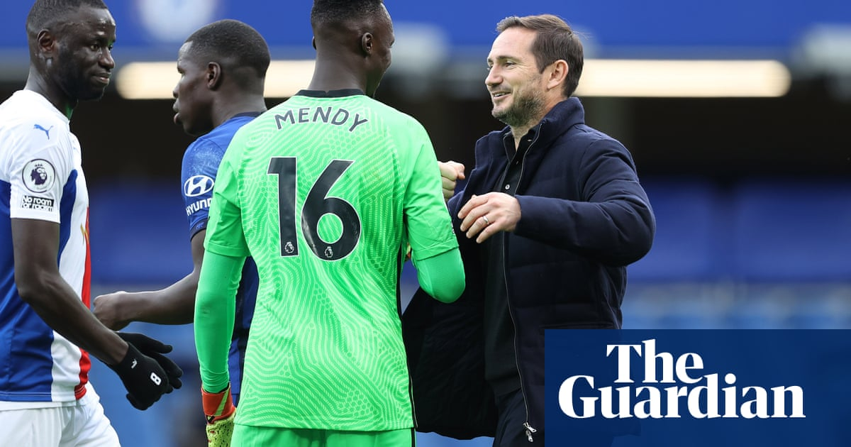 Frank Lampard leaps to defence of Chelseas under-fire backline